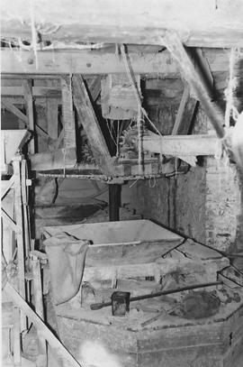 Monkokehampton Mill, Monkokehampton , internal, crown wheel and stones floor