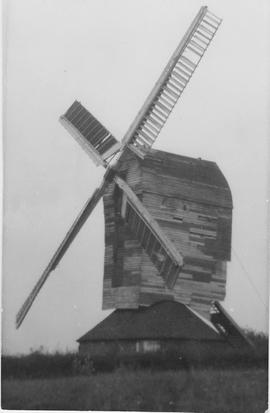 Moreton Post Mill, Moreton