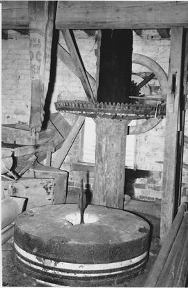 Dumbleton Mill, Dumbleton, internal, crown wheel, stones floor