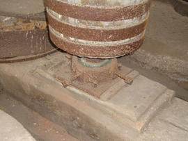 Lower bearing of upright shaft and bridge beam, tower mill, Ullesthorpe