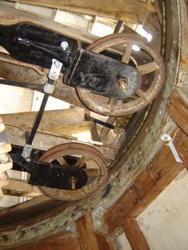 Centring wheels and curb, Lower Mill, Woodchurch