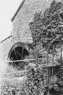 Bere Mill Farm, Ilminster, wheel and sluice