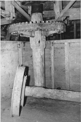 White Mill, Sturminster Marshall, internal, upright shaft and gear