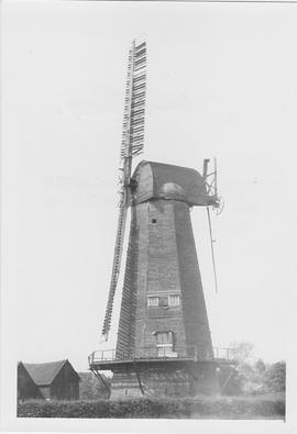 Outwood Smock Mill, Outwood Common