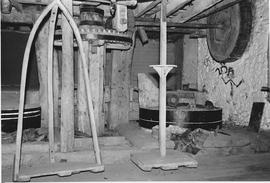 Alvescot Mill, Alvescot, internal, crown wheel, stones floor, fixed scales