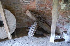 Displaced machinery on ground floor, tower mill, Upper Tysoe
