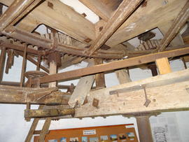 Great spur wheel, stone nuts and tentering bar, tower mill, Old Buckenham