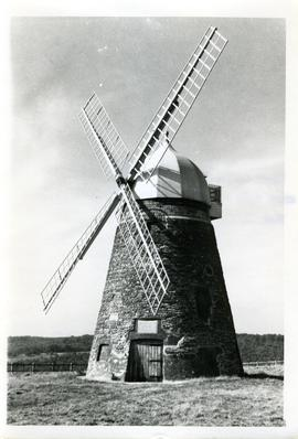 Halnaker Tower Mill, Halnacker, four common sails, ogee cap with flats
