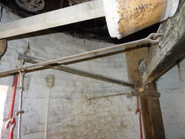 Sack hoist support frame and (dis)engagement lever, Maud Foster Mill, Boston