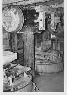 Sutton Courtney Mill, Sutton Courtney, internal, crown wheel and stones floor