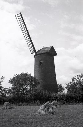 """Norton Lindsey Windmill, Warwicks"""