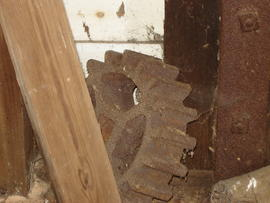 Displaced iron pinion, post mill, Madingley