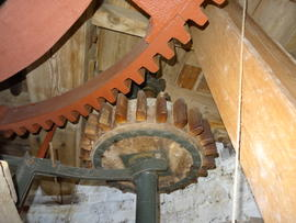 Great spur wheel, stone nut and (dis)engagement lever, tower mill, Great Bircham