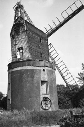 Unidentified post mill in poor repair