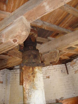 Coupling and dog clutch in upright shaft, Impington Mill, Histon and Impington