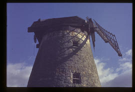 New Bradwell Mill, Buckinghamshire, cap and sails