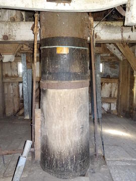 Main post on spout floor, New Mill, Cross in Hand