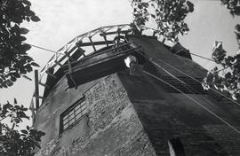"""Windmill at Wendover, Bucks - repairs to cap"""