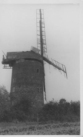 Buckenham Tower Mill, Buckenham, sails and tower decrepit