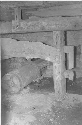 West Lydford Mill, West Lydford, internal, wheel axle and hurst frame