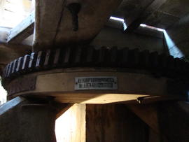 Cog ring on quarterbars, post mill, Ramsey