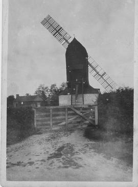 Surrey, Outwood Post mill