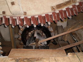 Great spur wheel and stone nut, Wicken Windmill, Wicken