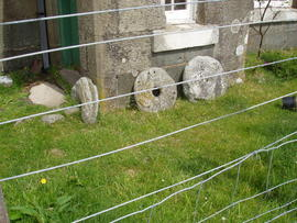 Lochbuie: quern and click mill stones
