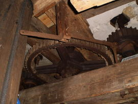 Great spur wheel, stone nut and (dis)engagement lever for latter, post mill, Keston