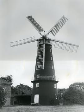 Hoyle's Five Sailed Mill, Alford, Lincs, exterior