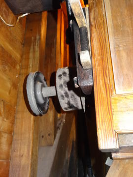 V-pulley on smutter spindle for driving blower, Windmill Hill Mill, Herstmonceux