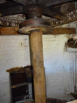 Water upright shaft, great spur wheel and governor drive, Combined Mill, Little Cressingham