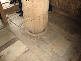 Spout floor: main post and sheers, Kibworth Harcourt