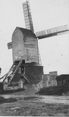 Bexhill Post Mill (Hoads/Downs), Bexhill, two storey roundhouse, common sails