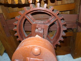Stone nut and quant coupling, showing iron plate for moving nut out of gear, Stone Cross Mill, Westham