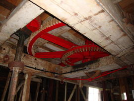 Great spur wheel and upright shaft support frame, Cattell's smock mill, Willingham