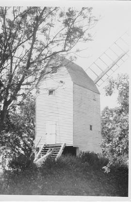 Oldland Post Mill, Keymer, single roundhouse, false sails, tailpole