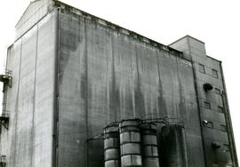 Reinforced concrete grain silo, King's Mill, Knottingley