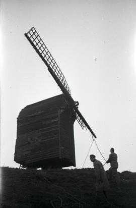 Bringing top sail down, Brill Windmill