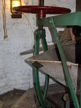 Stone crane with hand control, tower mill, Great Bircham