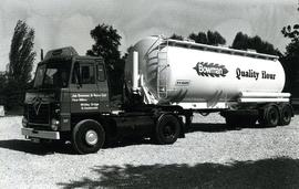 Bowman's flour delivery tanker, Whitley Bridge