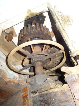 Water stone nut with hand adjustment gear, Combined Mill, Little Cressingham