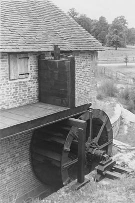 Lurgashall Mill, Singleton, wheel and sluice