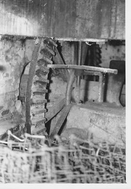 Southington Mill, Overton, internal, water wheel axle and pit wheel