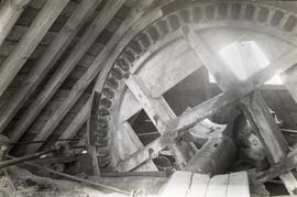 """Bradwell, Bucks - interior of cap, showing brakewheel"""