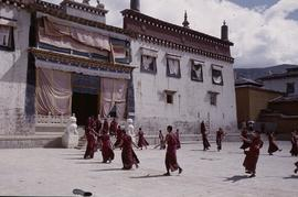 China. Zôngdian. Monks dancing.