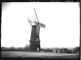 Tower mill, Metheringham, with six sails, three derelict