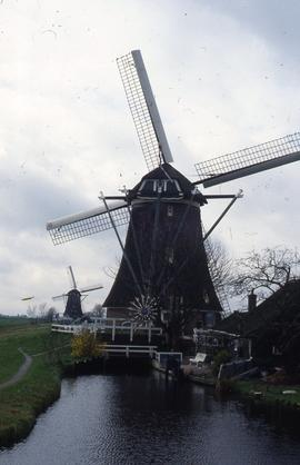 """Aarlanderveen polder mill, triple lift"""