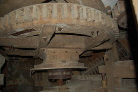 Great spur wheel, governor drive and dresser, tower mill, Upper Tysoe