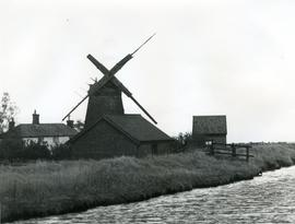 Mautby Marsh Farm, River Bure, below Stracey Arms, derelict